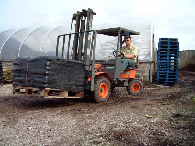 Det är den mest använda gaffeltrucken i växthus, inom trädgårdsodling och lantbruk på grund av sin låga vikt och ett minimalt markslitage.