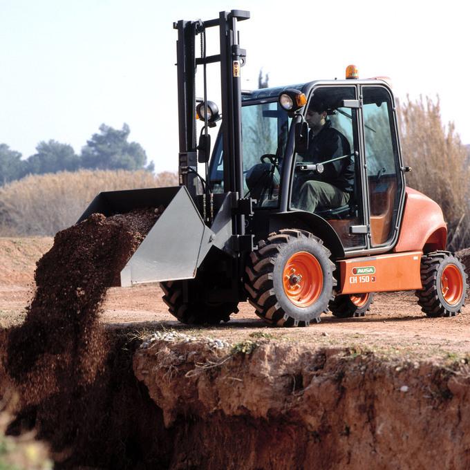 Det finns ett brett urval av tillbehör för anpassning till olika branschers behov som lantbruk, gruvor, industri och byggbransch.