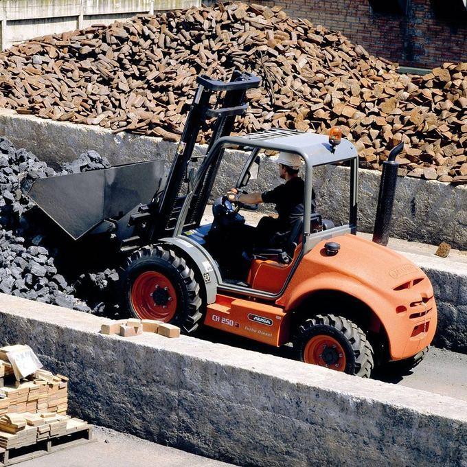 AUSA Truck med skopa eller som tillbehör för industri och bygge