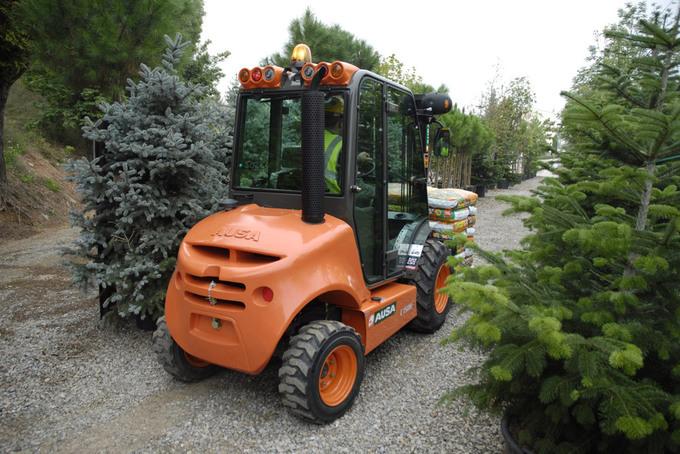 AUSA gaffeltruck C 150 H är en kompakt allround gaffeltruck för trädgårdsgången som lastar upp till 1 500 kg