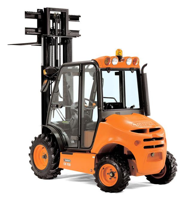 Gaffeltrucken AUSA C 150 H är idealisk för lastförflyttning över krävande terräng och i trånga utrymmen